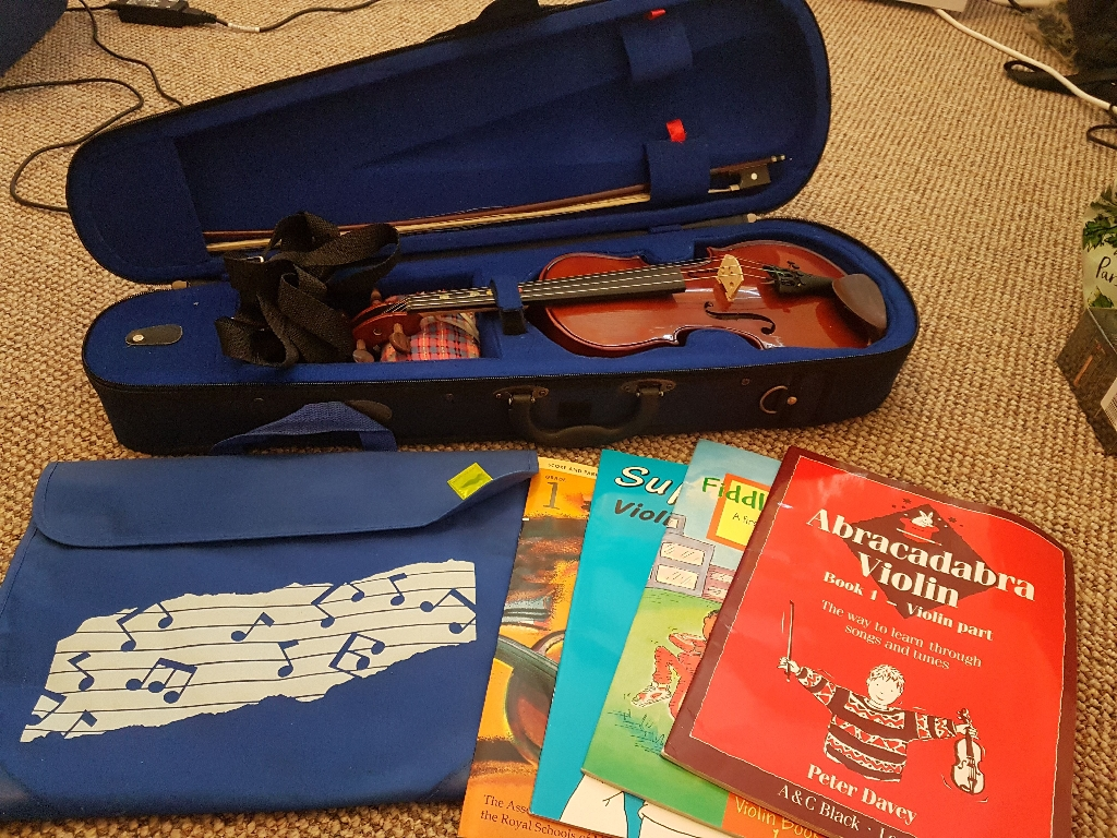 Stentor Violin Student 1 and 4x violin books