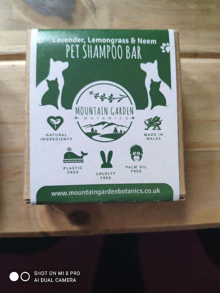 Pet shampoo bar