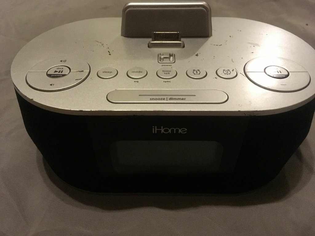 IHome stereo with 30-pin adapter