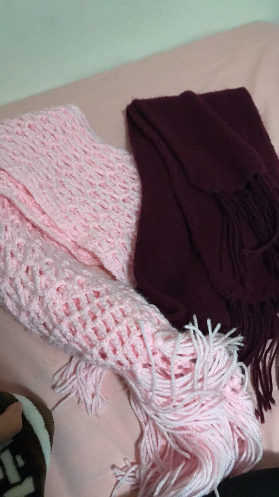 2 knit scarfs