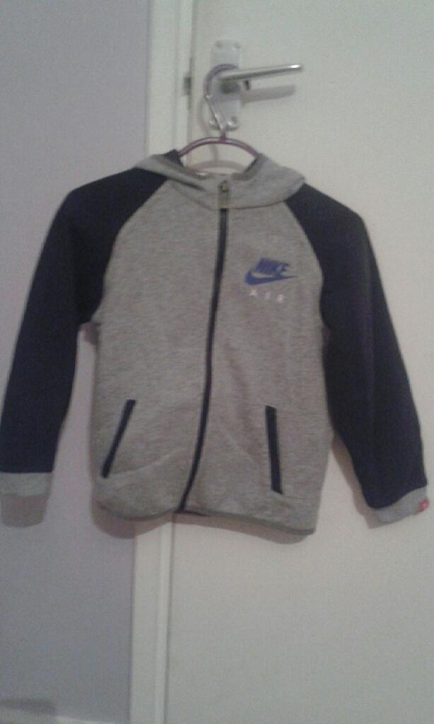 Kids Nike jacket size 5-6 years