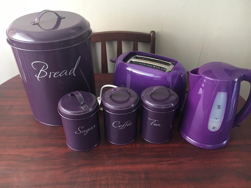 Set of  purple kitchen ware.