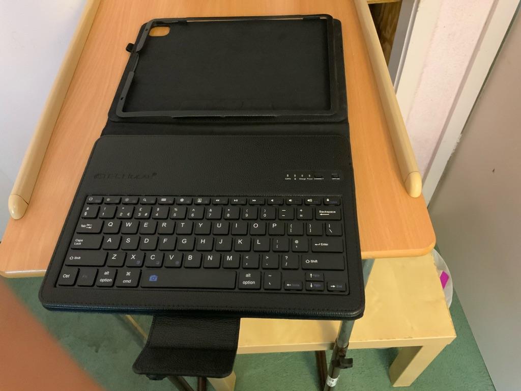 iPad 12.9 pro 4th generation case an keyboard