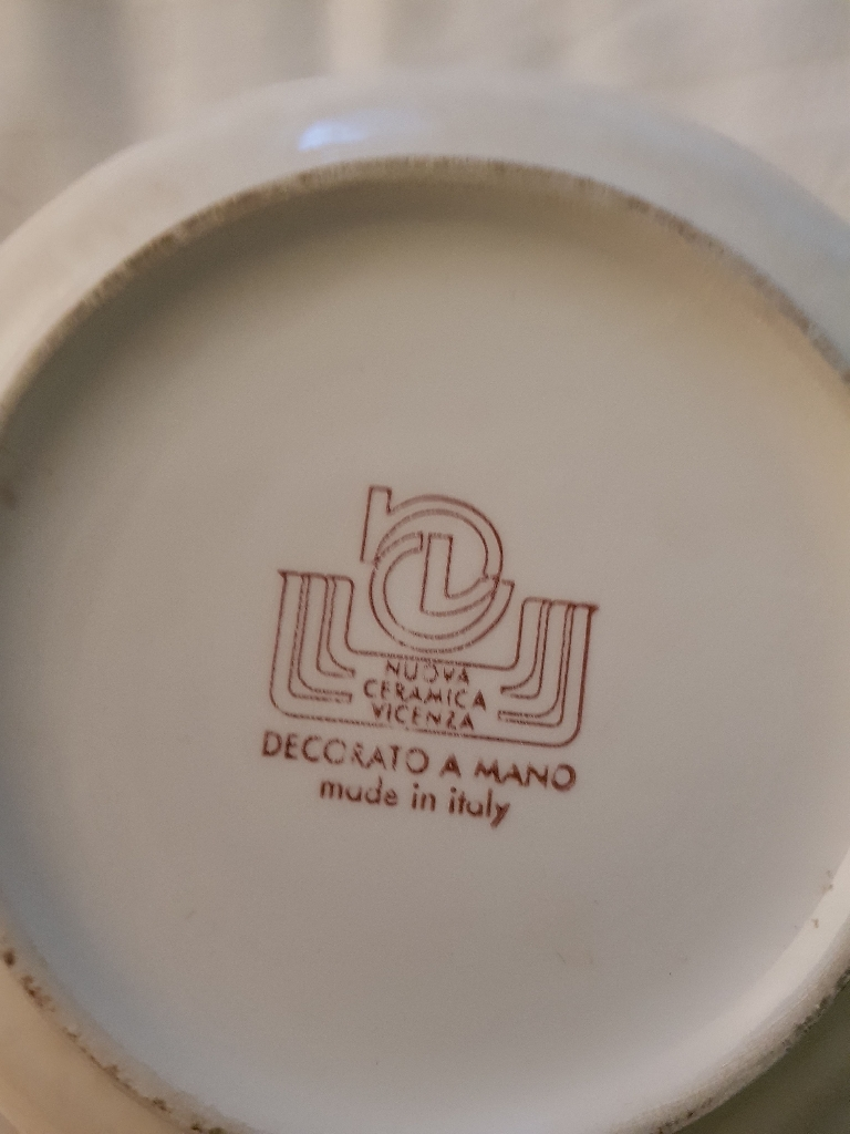 pottery bowl with lid
