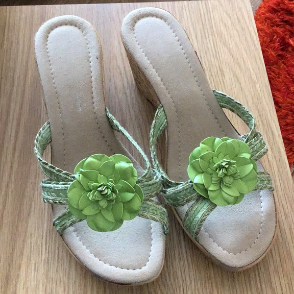 LADIES WEDGE GREEN SANDALS SIZE 6