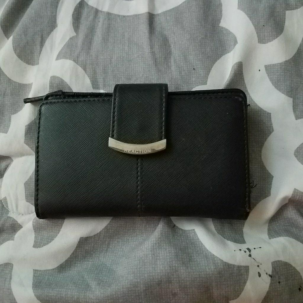 Women's Kenneth Cole wallet