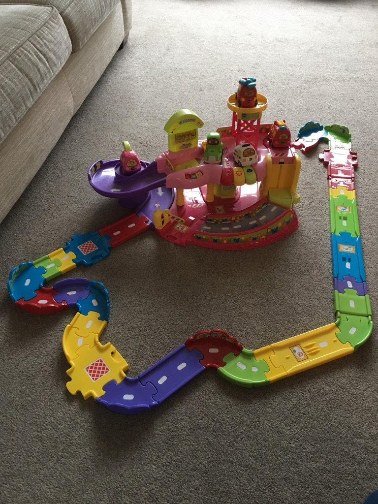 Vtech Toot Toot garage plus extra track and 5 vehicles