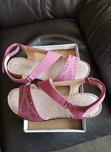 Ladies caravelle salmon pink sandals