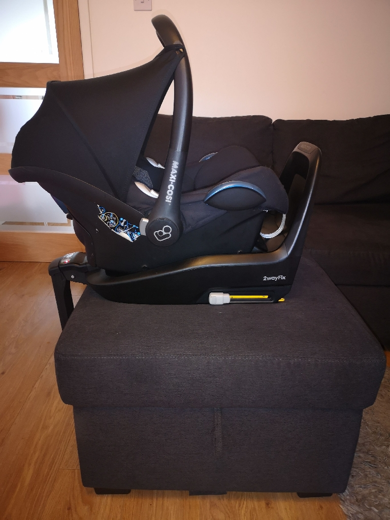 Maxi Cosi 2WayFix (Isofix) and CabrioFix Group 0+ Baby Car Seat