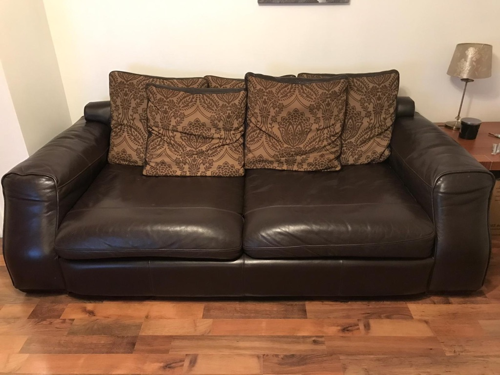 4 seater leather sofa and snuggle chair