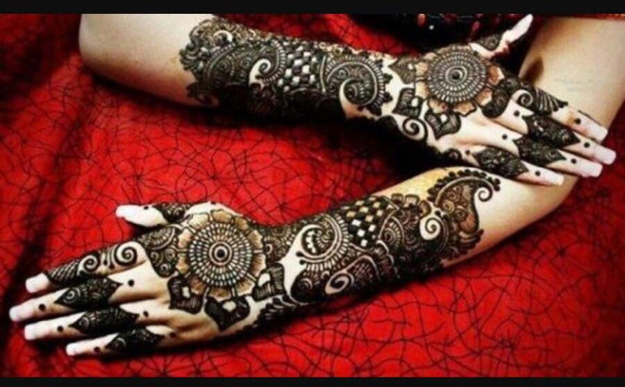 Henna / mehndi artist