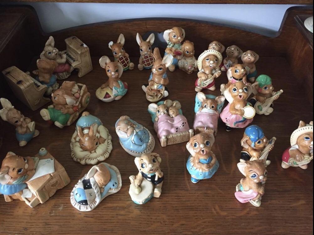 27 pendelfin figurines