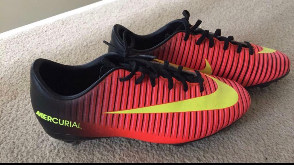 NIKE FOOTBALL BOOTS size 5 / 38