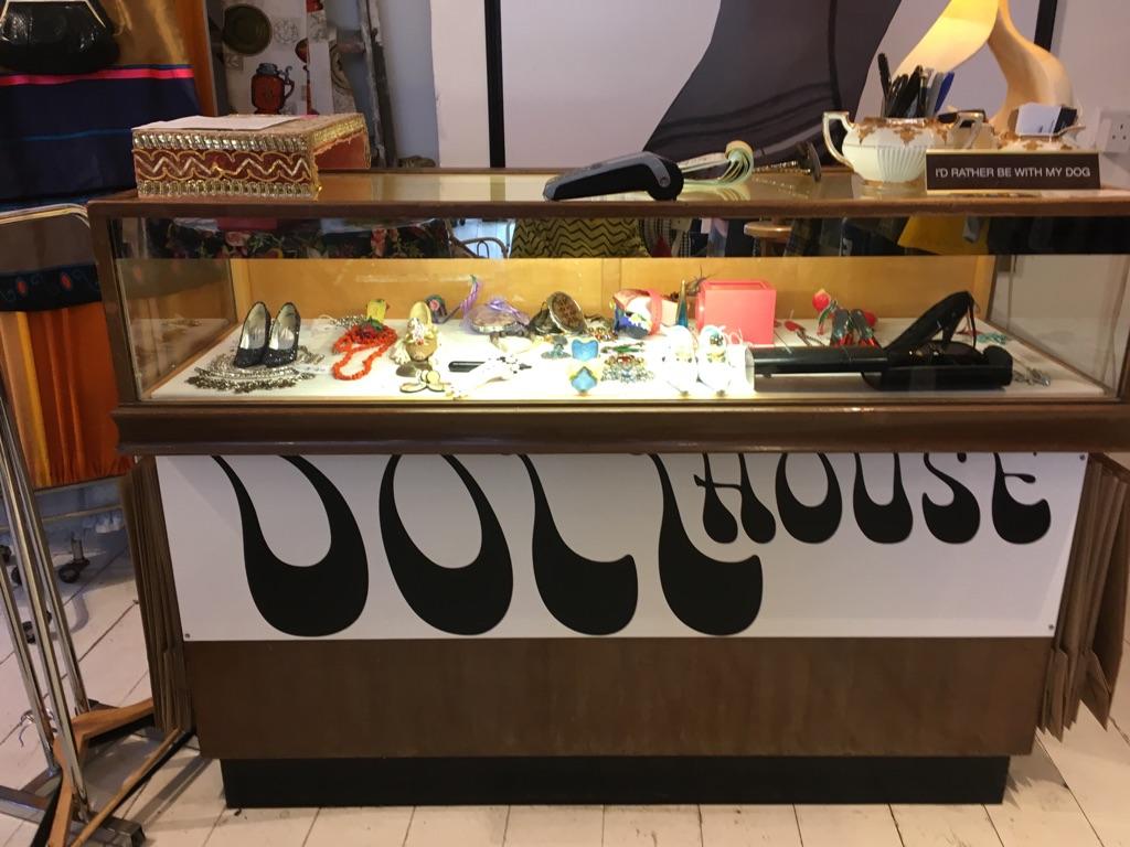 reception desk / cash desk / display case