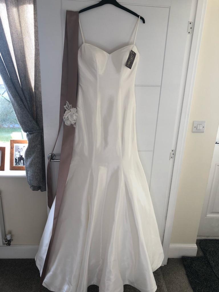 BRAND NEW Wedding dress - Huddersfield
