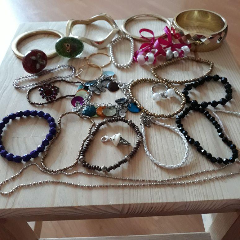 Costume jewellery job lot