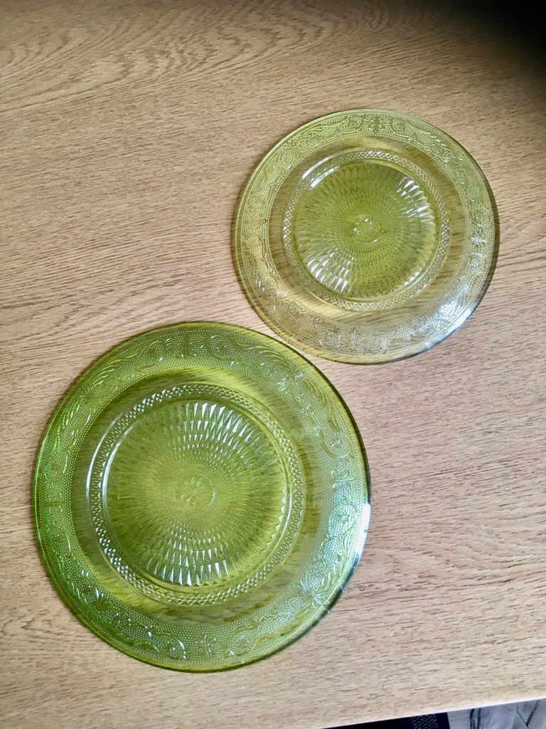 SMALL LIME GREEN GLASS PLATE