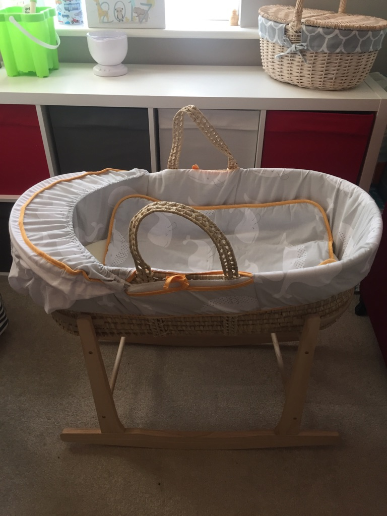 Claire de lune Moses basket & rocking stand