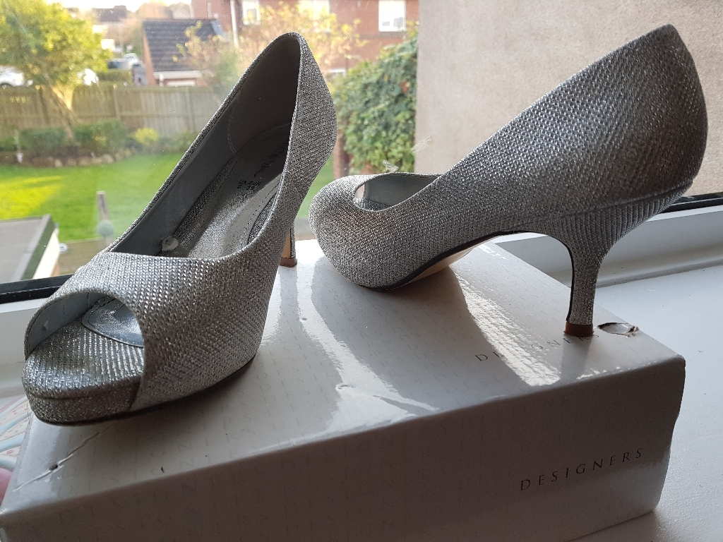 Silver peeptoe shoes size 6