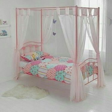 Kids pink hearts 4 poster bed with curtains