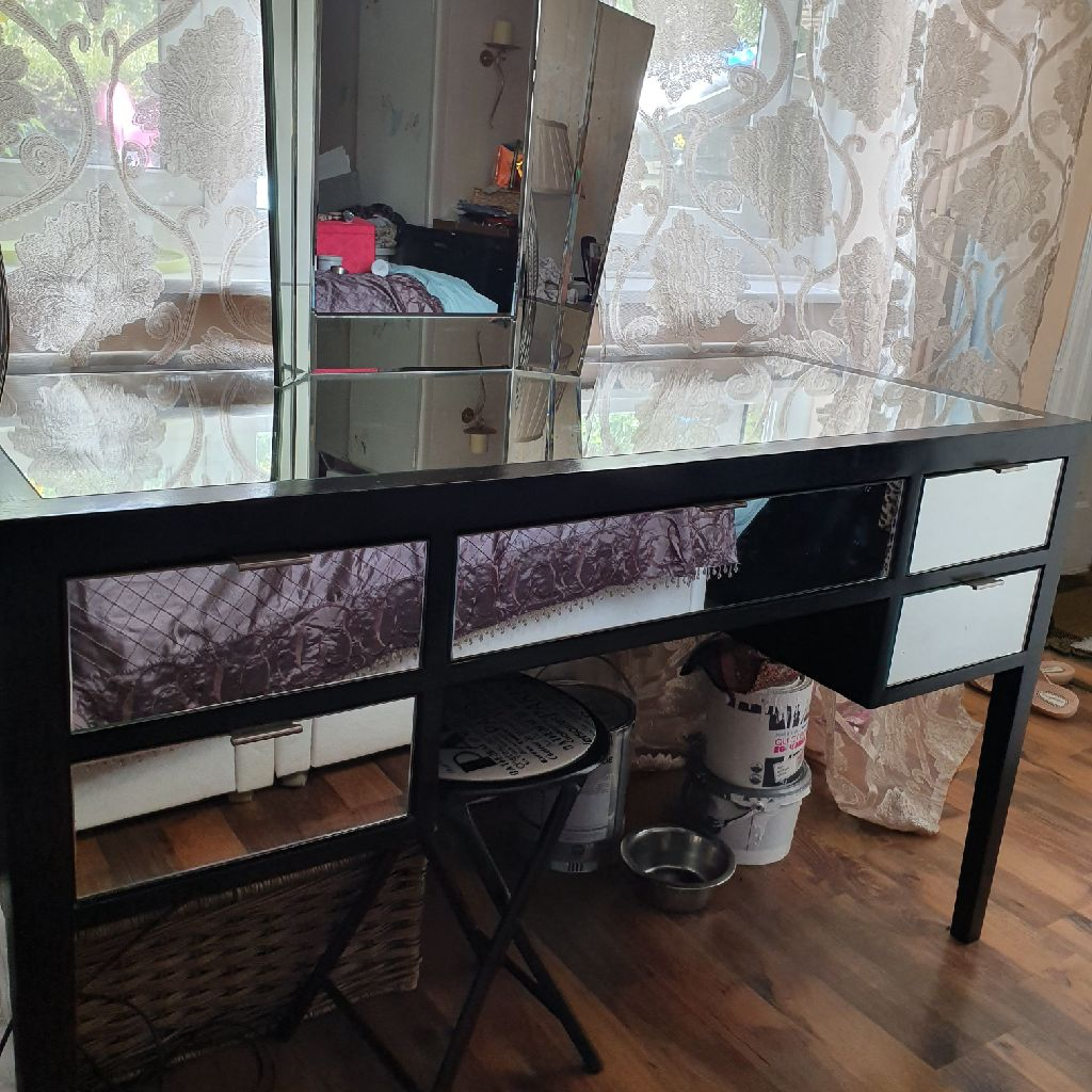 BLACK MIRRORED DRESSING TABLE AND MIRROR IN VGC
