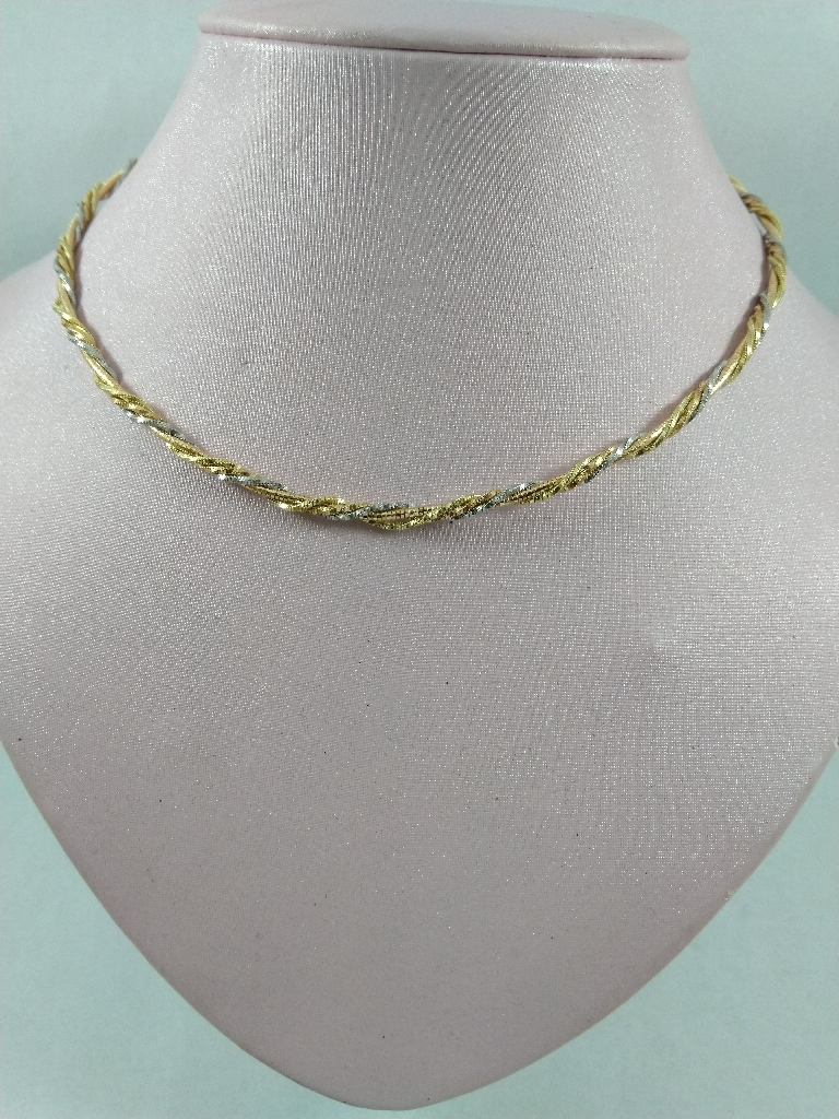 Twist choker chain