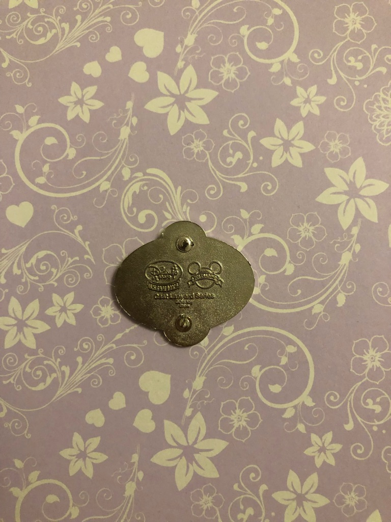 Goofy badge Disney pin