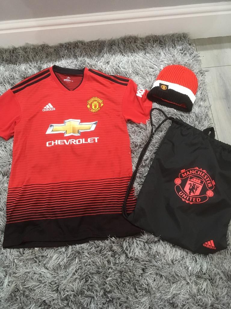 Man Utd top (med) gym bag &hat
