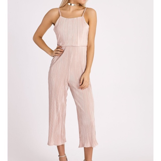 In the style size 8 jumpsuit never worn