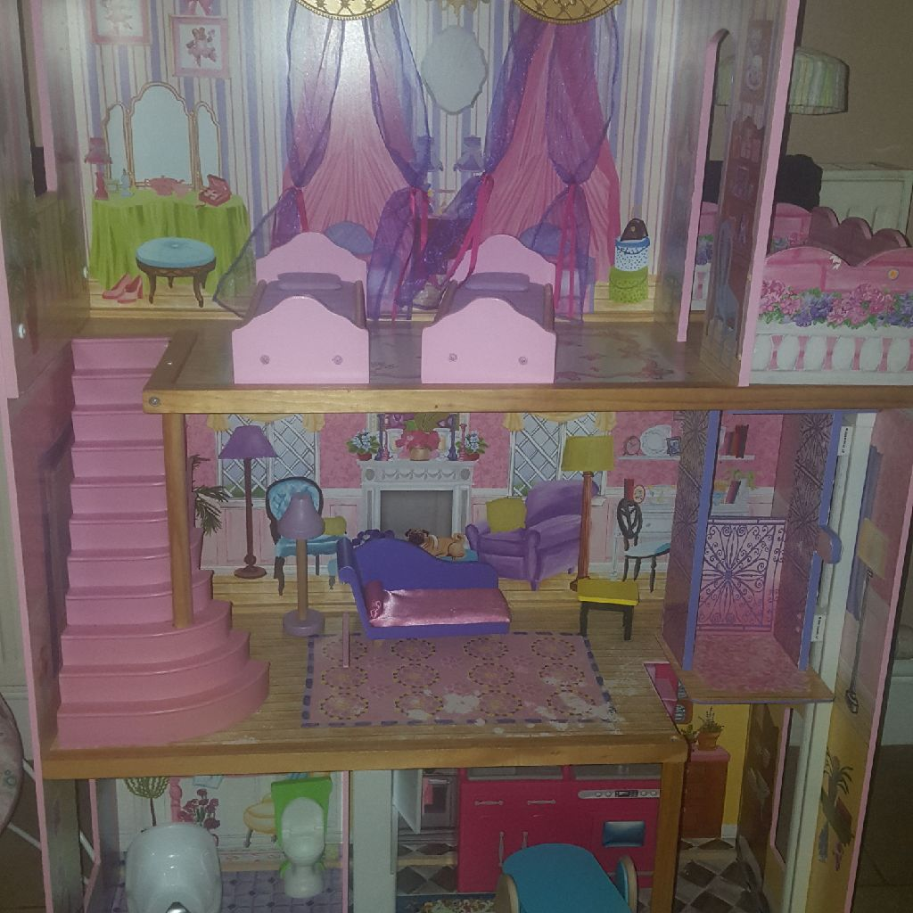 Kidkraft wooden doll house