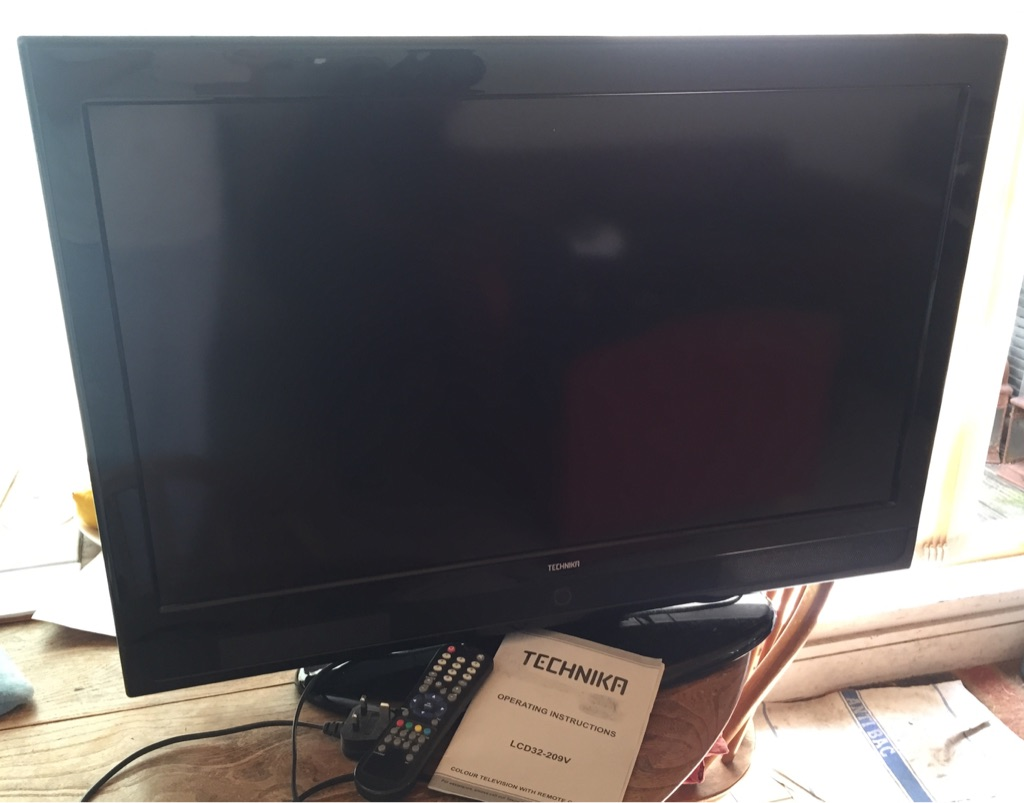 "Technika 32"" HD Ready LCD TV with built in Freeview"
