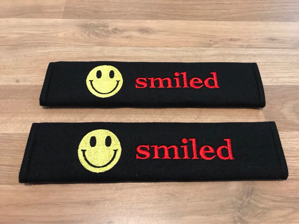 2X Seat Belt Pads Gift Smiled Face Kids Toy Audi VW Ford BMW Seat SUV Car 1.2 1.4