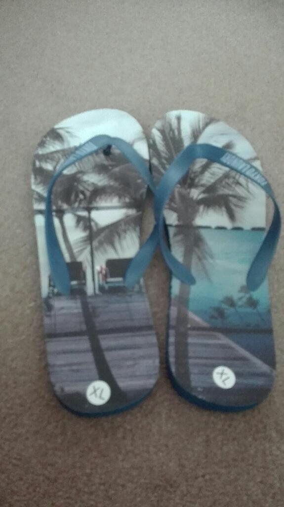 Men's flip flops.