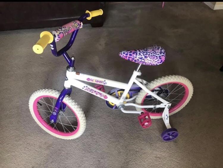 Girls Huffy Bike with Training Wheels.