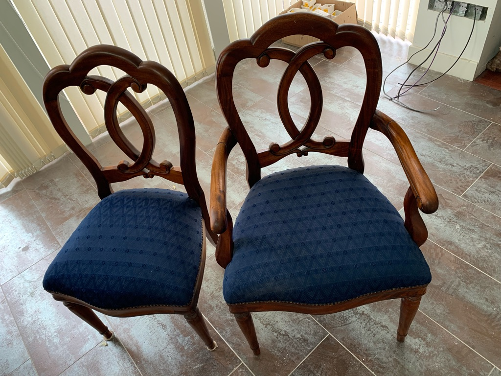 Dining table with 8 chairs in Liberton