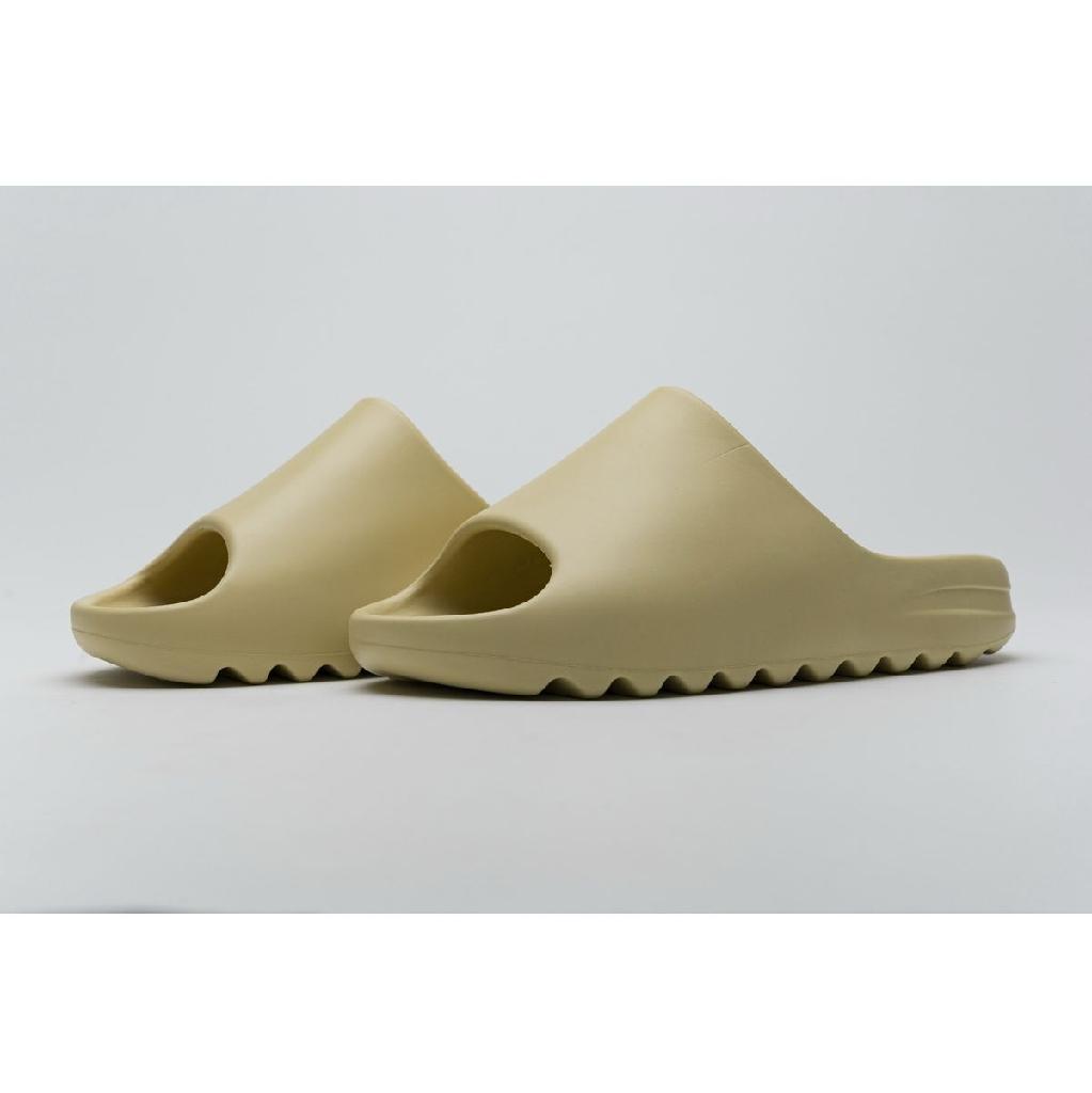 """Yeezy Slide """"Desert Sand"""