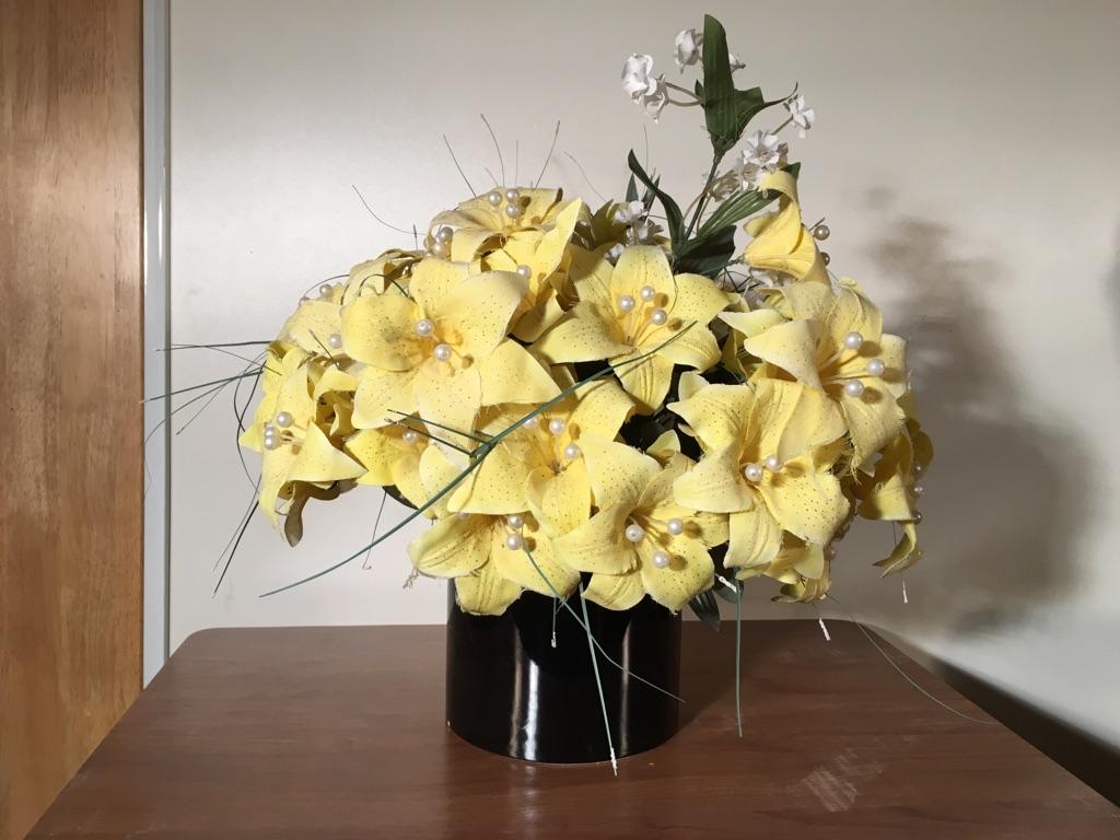 vase w flower