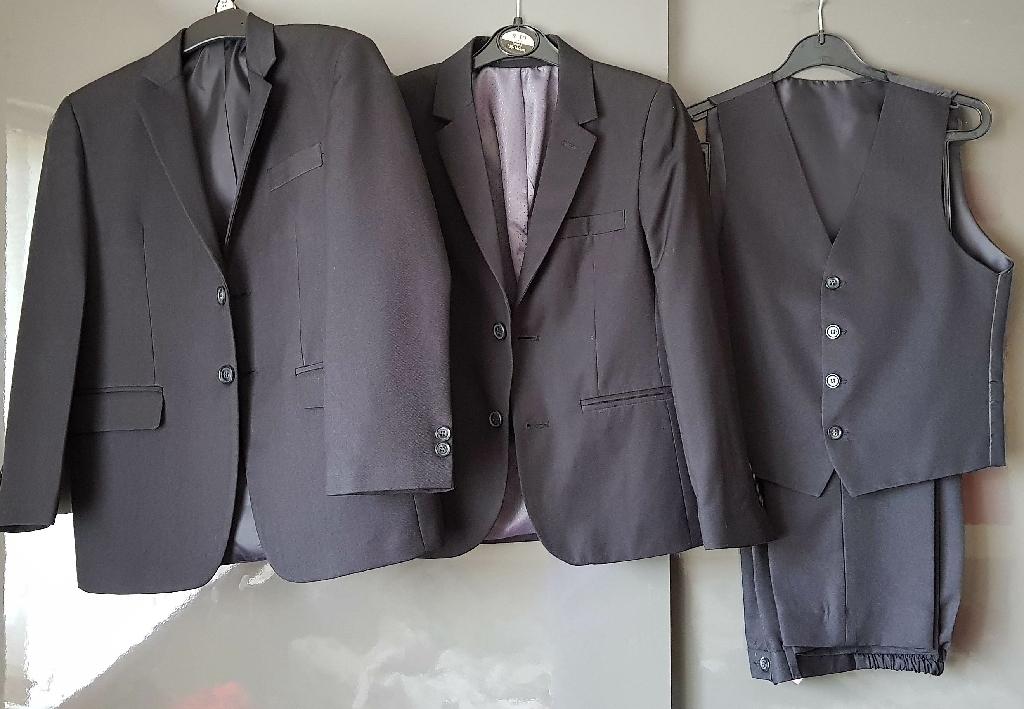 Communion suit size 134