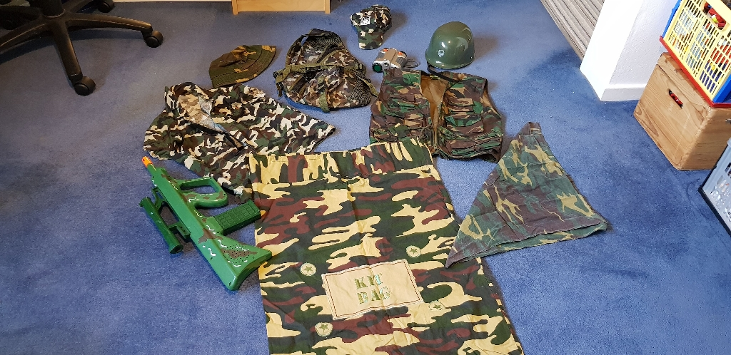 Army set. Suit 6to 10 yrs