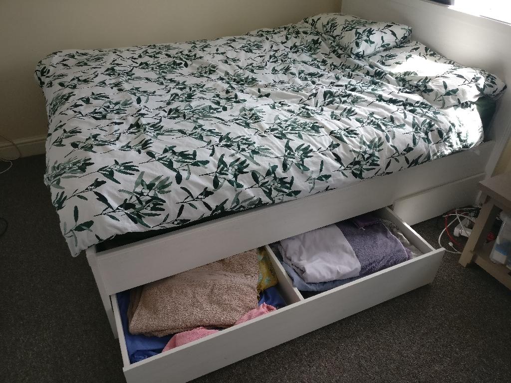 Bedframe + mattress