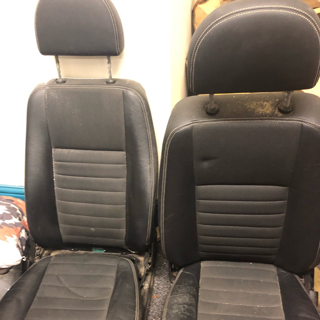 2 Land Rover defender front seats