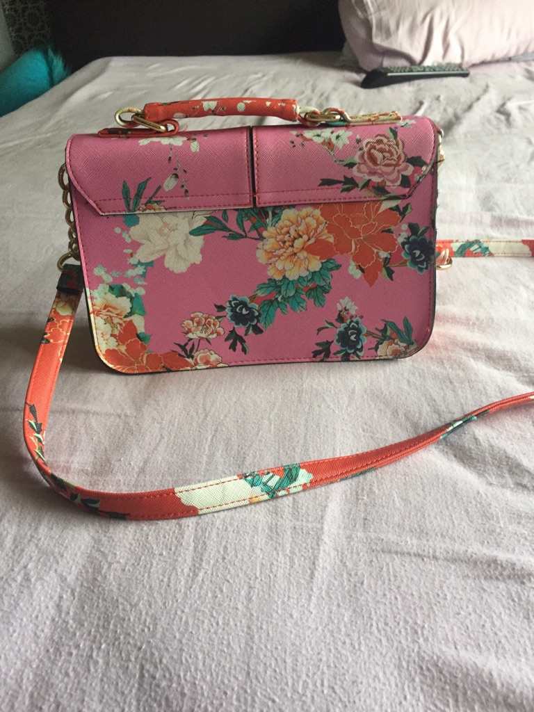 Small river island bag