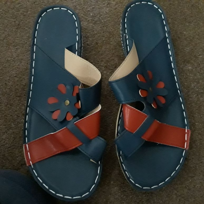 Leather sandals size 5