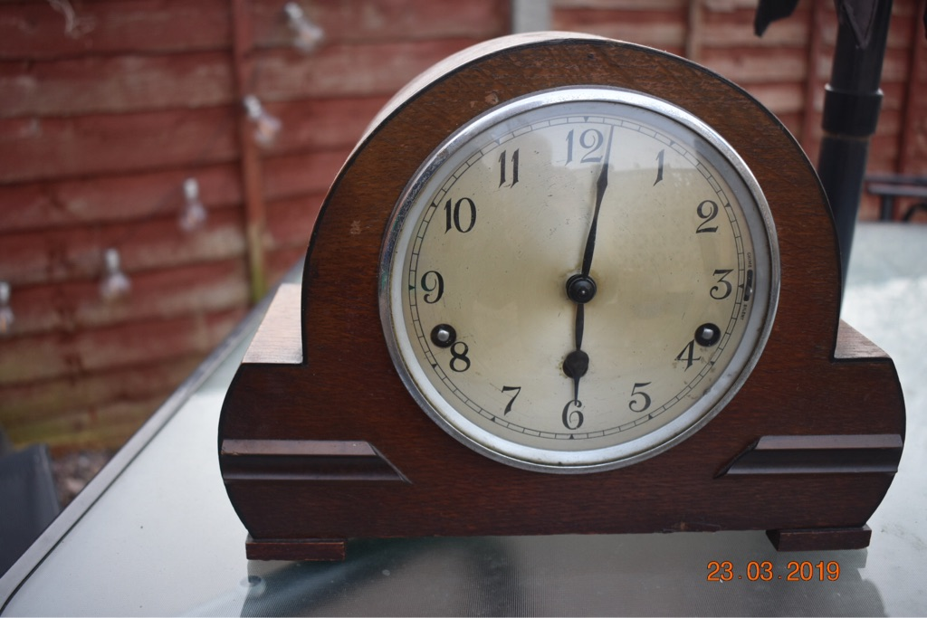 Vintage chiming mantle clock
