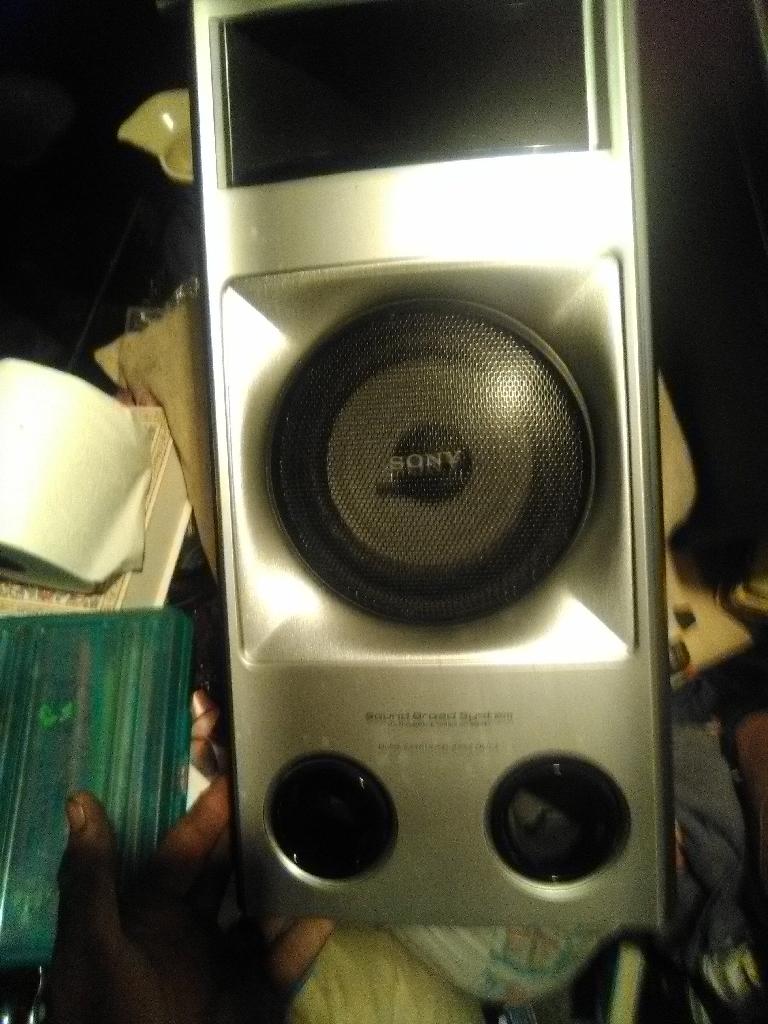 4 Sony speakers