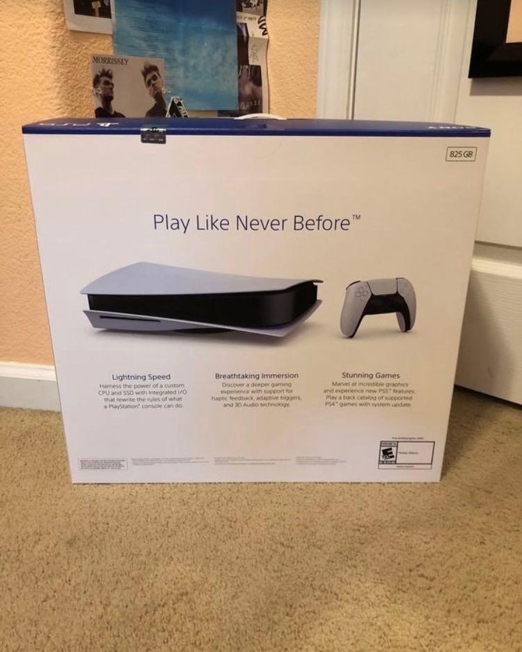 PlayStation 5 brand new 825gb
