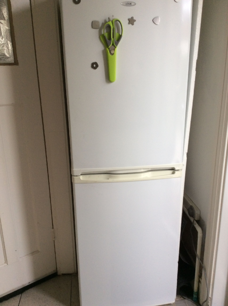 White logic fridge freezer