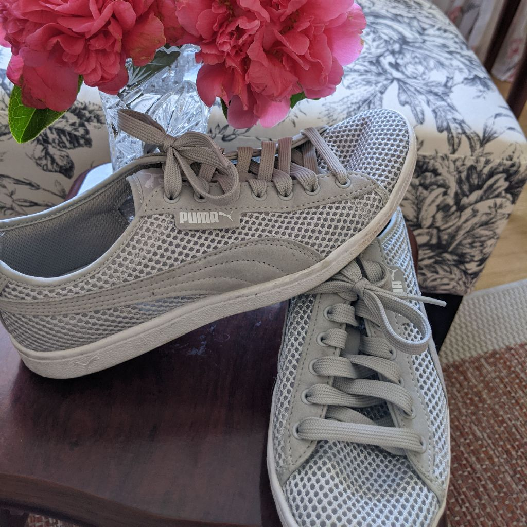 Puma sneakers - size 4.5