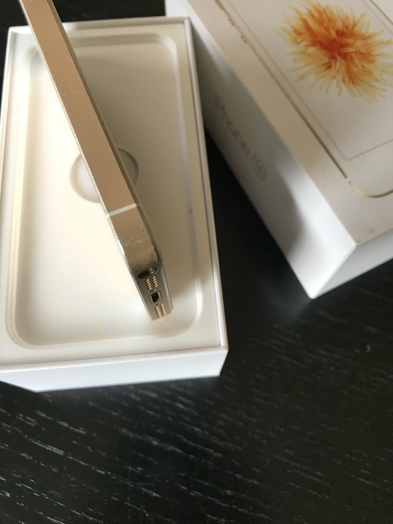 Iphone SE 16GB gold- EE- brand new screen