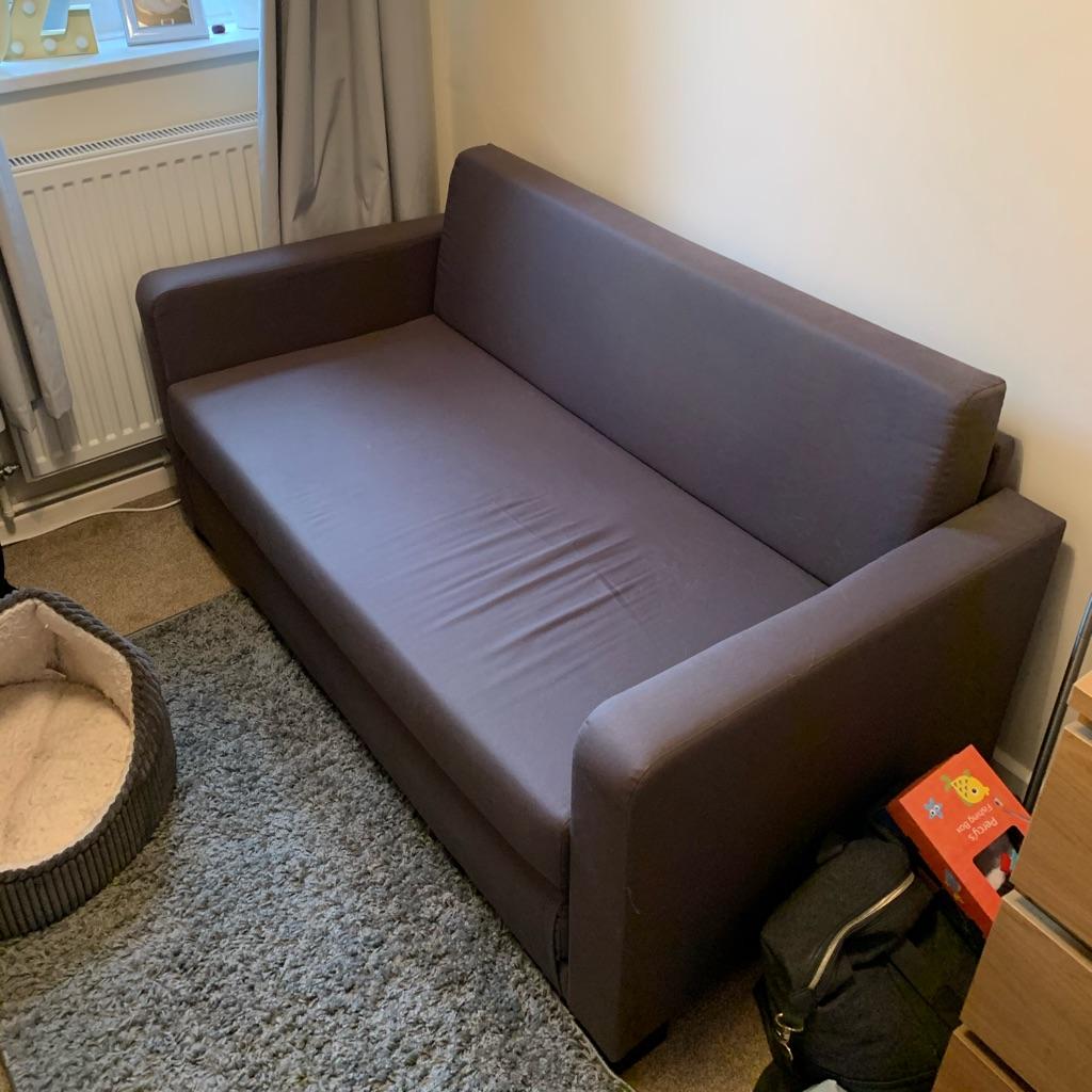 Sofa bed (like new)